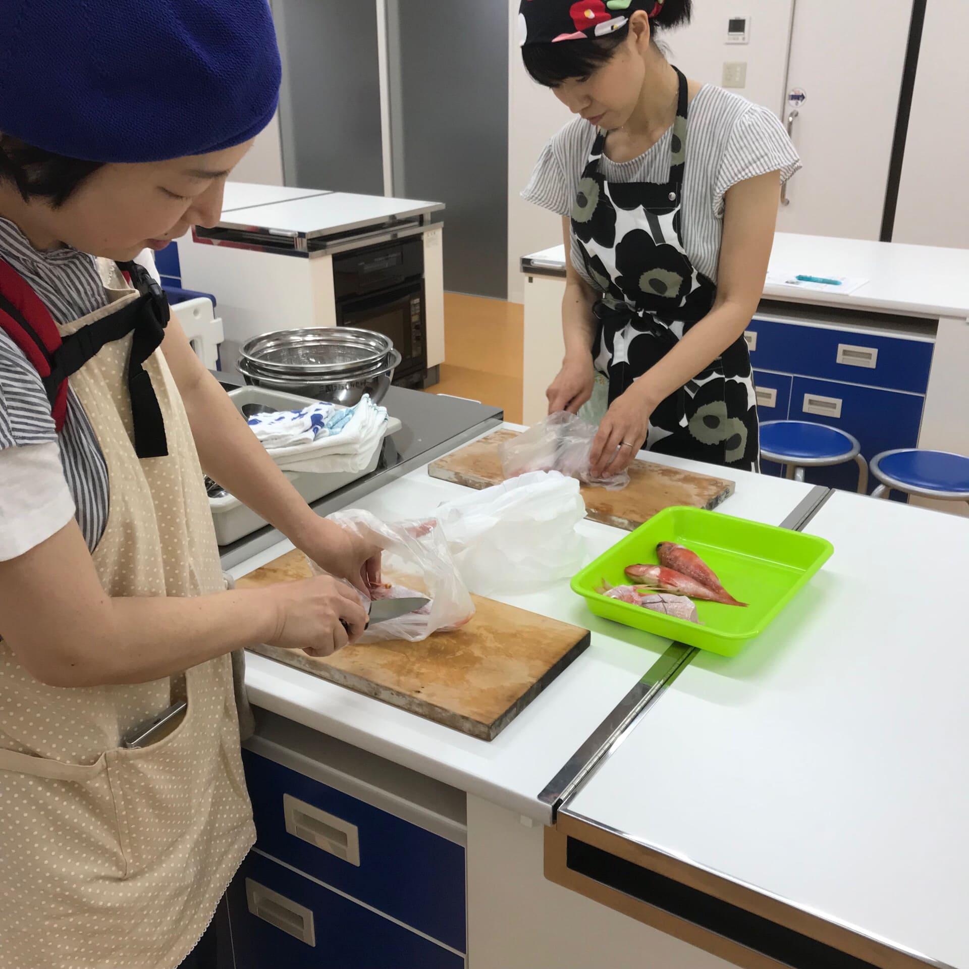 簡単で美味しいお魚家庭料理教室 「ちひろの海」教室の様子。福井の女性を応援するくらし情報、くらしくふくい。