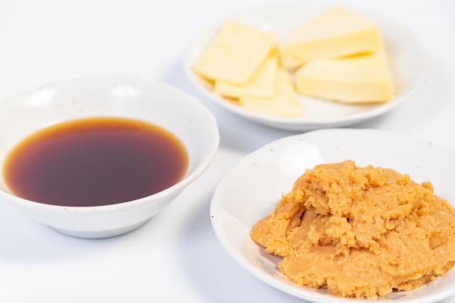 チーズ、醤油、味噌。発酵食品の写真