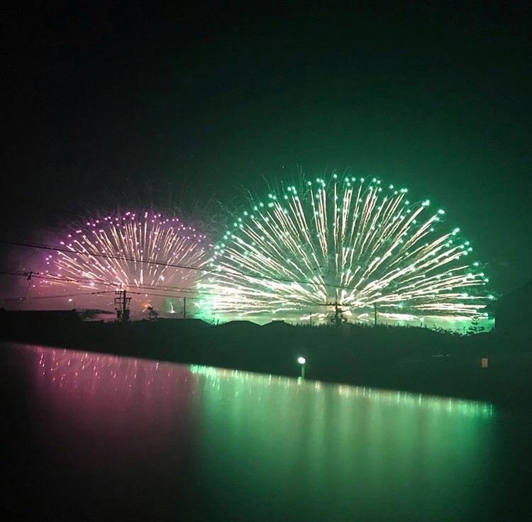 海越しの三國花火大会の写真